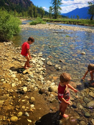 Taylor Kids playing in Cle Elum River 1