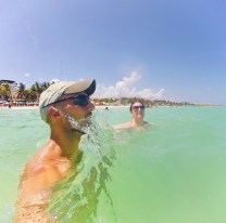 Rob Taylor simming at Beach at Playa del Carmen Mexico 2