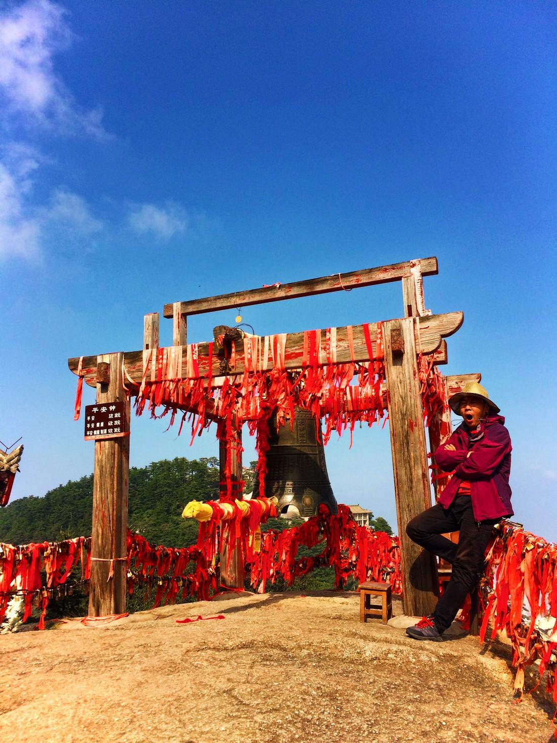 bell-at-buddhist-temple-at-huashan-5