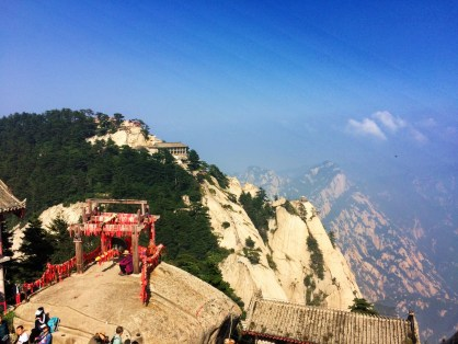 buddhist-temple-at-huashan-12