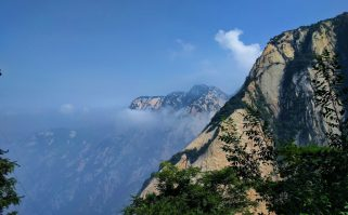 clouds-between-mountains-at-huashan-national-park-1