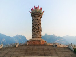 lotus-tower-at-huashan-national-park-1