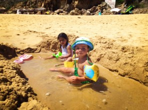 littleman-and-friend-playing-at-cannery-beach-cabo-san-lucas-1