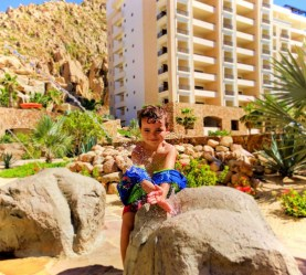 littleman-playing-in-fountain-at-grand-solmar-cabo-san-lucas-1