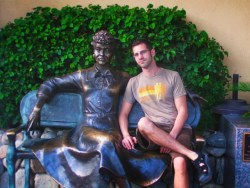 Chris Taylor and Lucile Ball statue in Downtown Palm Springs 1