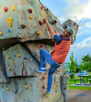Rob Taylor Climbing rockwall at Waterfront Park Hood River 2