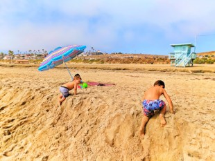 Taylor family playing at Manhattan Beach Los Angeles 3