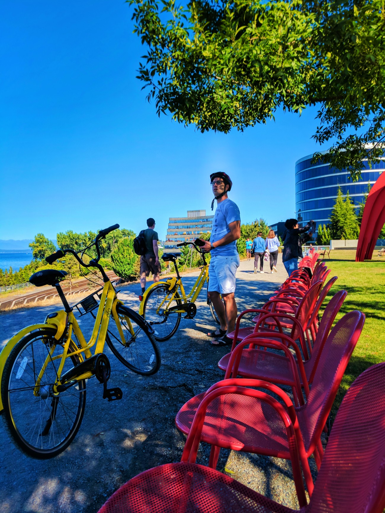 Taylor Family riding Ofo Bicycles at Olympic Sculpture Park Seattle 2