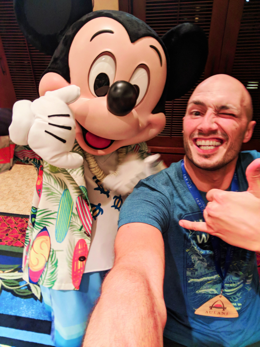 Taylor Family with Mickey Mouse and Minnie Mouse at Disney Aulani 8