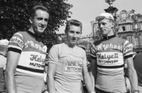 Ab_Geldermans,_Jacques_Anquetil_and_Mies_Stolker,_Tour_de_France_1962_(1)_(cropped)