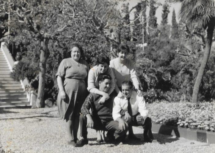 Familia Ventosa Fillat con Mercedes, Lorenzo y María Luisa y 2 desconocidos