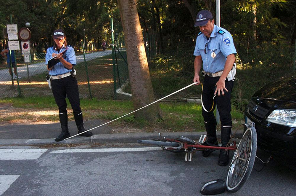 Resultado de imagen de polizia incidente stradale in bicicletta
