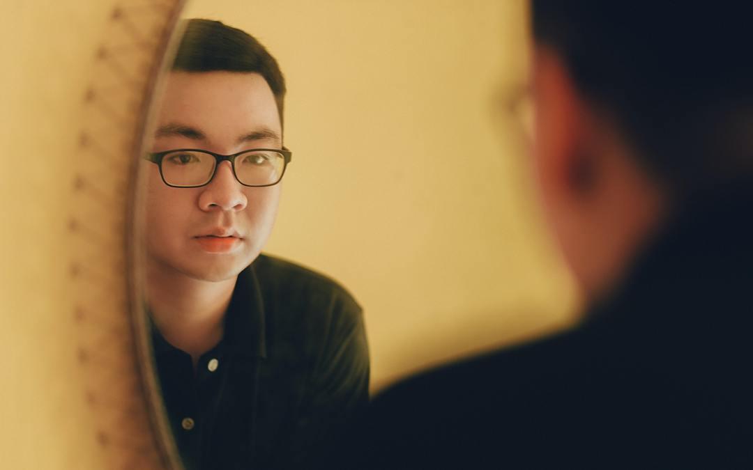 La technique du miroir : le guide pour débutants de la confiance en soi