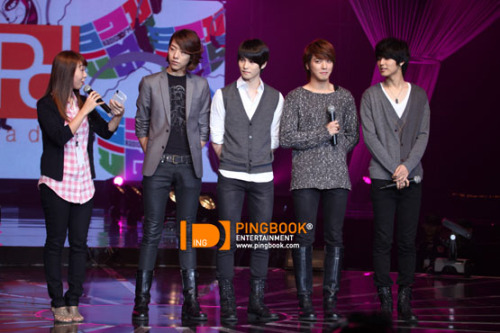 [051110] CN Blue @ PD Radio Concert (Thailand)  lol @ YONG'S face!  (more…)