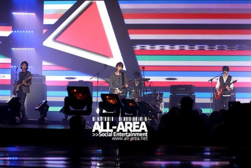[051110] CN Blue @ PD Radio Concert (Thailand) (more…)