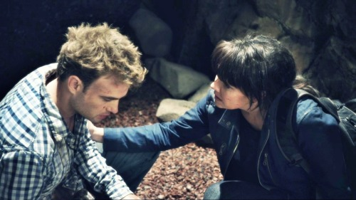 "Will Zimmerman and Helen Magnus (Robin Dunne and Amanda Tapping) in ""The Depths"""