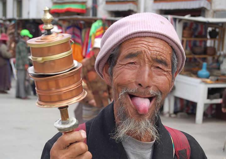 Saludo Lengua Nepal Asia Viajes-de-Aventura-Viajes-Alternativos-Turismo-Responsable-Mochilero-Viajar-en-Grupo-Viajar