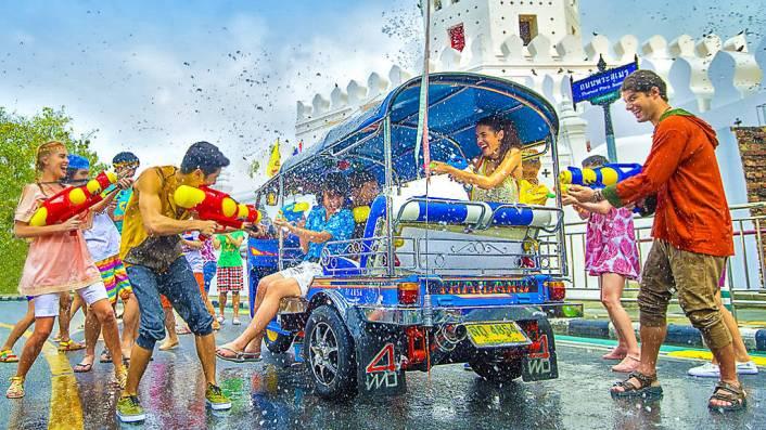 Songkran, elefante, Thailandia, Asia, viajes de aventura, viajes alternativos, turismo responsable, viajes en grupo, viajar en grupo, viajar sola, viajar solo