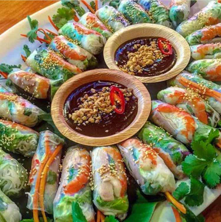 Rollitos vietnamitas Comer en asia. Viajes de Aventura y Viajes Alternativos en Grupo, Viajar Solo, Viaje Mochilero - 3000KM