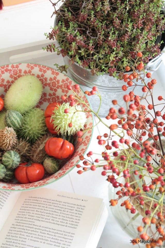 Blend in autumn decorations in your interior