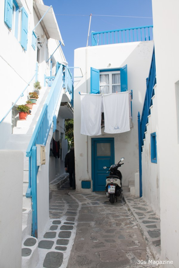 alley in mykonos