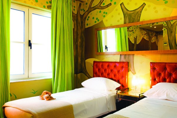 10.Family-Graffiti-Guestrooms-in-Athens-3