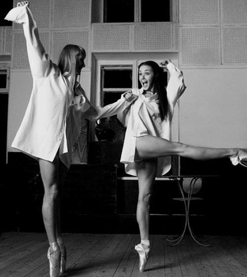 tabbycakey:Audrey Hepburn en pointe