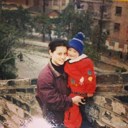 Baby photo of Ni Ni and her mother