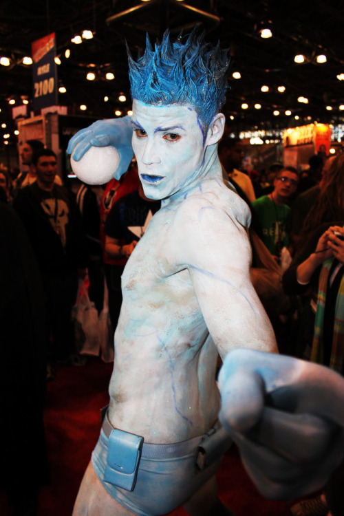 georgethecat:</p><br /><br /> <p>angelophile:</p><br /><br /> <p>Iceman Cosplay at New York Comic-Con 2010. Photo by excalipoor. (Source)</p><br /><br /> <p> ^-^</p><br /><br /> <p>…WOW.<br /><br /><br /> Brave fellow.