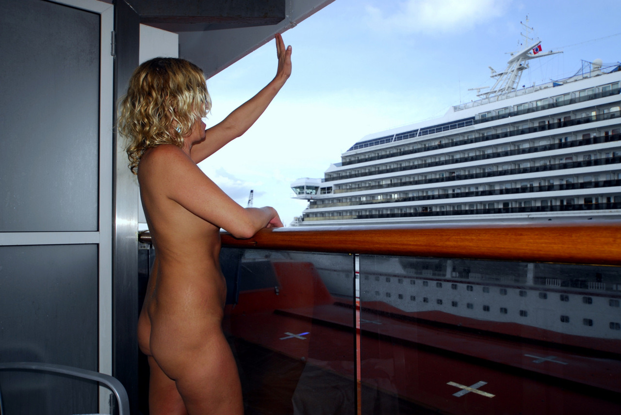 amateurs women on a cruise ship
