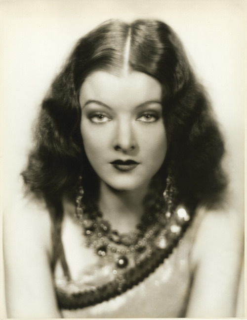 wehadfacesthen:  Myrna Loy, 1930s  Young Myrna Lot. Tres hot!