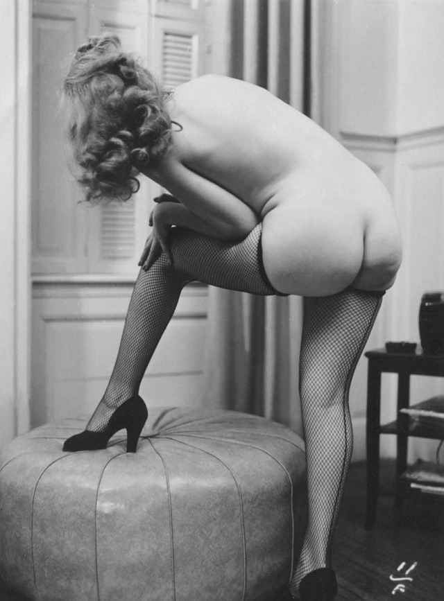 noonesnemesis:  Gloria Marlowe  Retro fishnets and ass! Fantabulous!