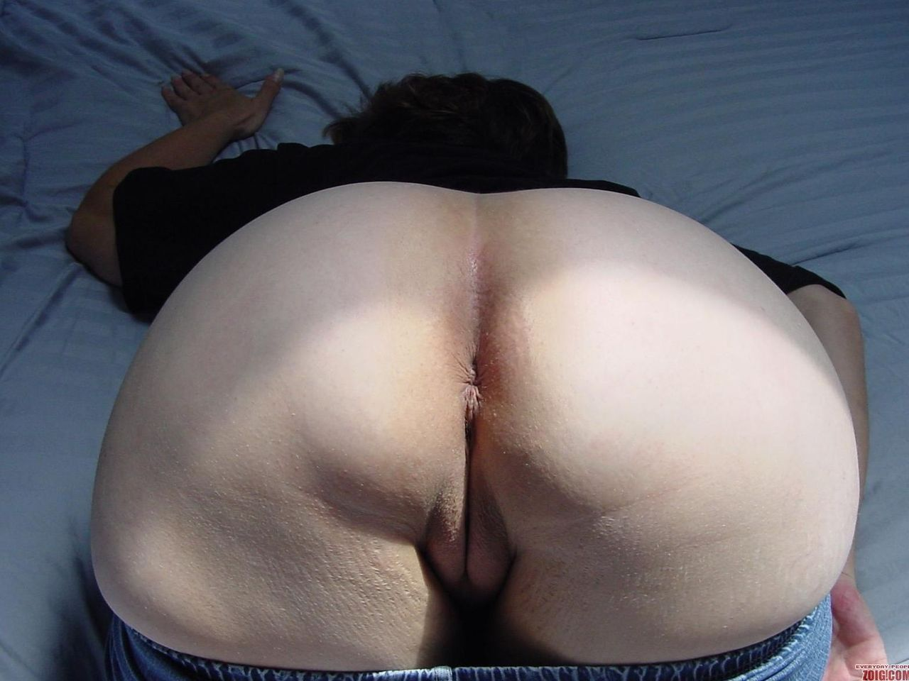 Asian wife bending over showing big ass 5