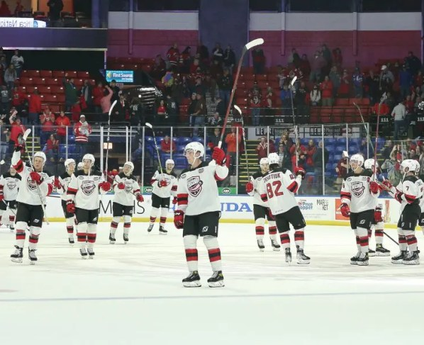 comets-defeat-americans-6-2-in-front-of-sold-out-crowd-on-opening-night