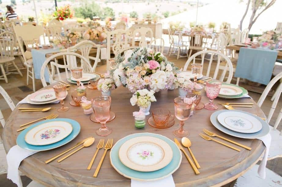 15 Gorgeous And Easy Spring Table Settings For Your Next