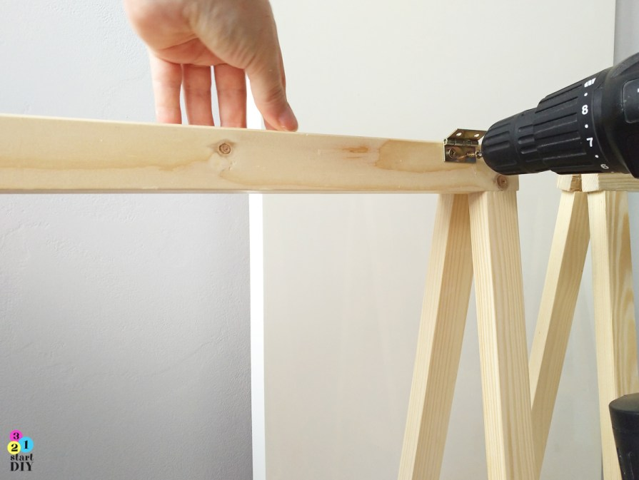 jak zrobić biurko na kozłach