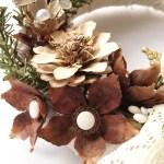 Kwiaty z szyszek – trzy sposoby na florystyczną dekorację