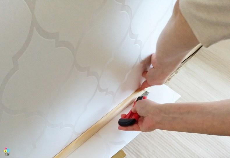 tapetowanie ściany; jak kłaśc tapetę na flizelinie