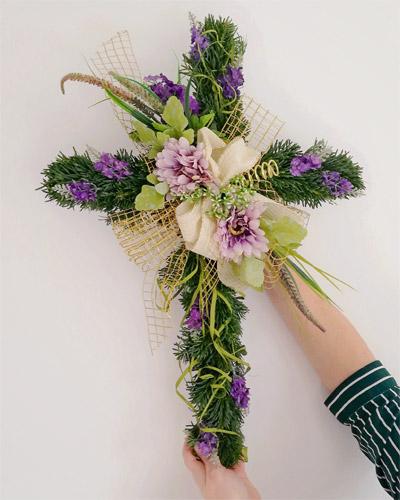 Krzyż z jodły - robimy stroik na Wszystkich Świętych