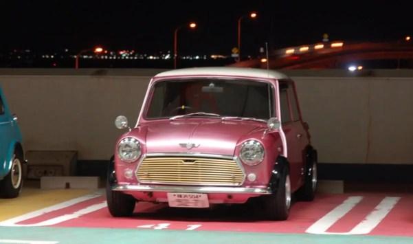 ピンクのローバーミニ