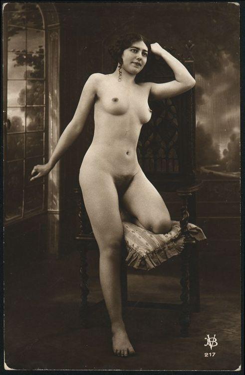 grandma-did:  Bernard Viaud  Beautiful vintage nude.