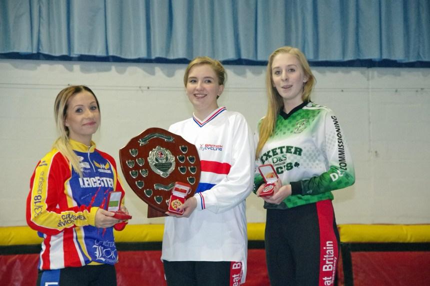 2015 British Indoor Women's winner Charlie-Jane Herbert with runner up Lauren Hookway (right) and third placed Lucy Whitehead (left)