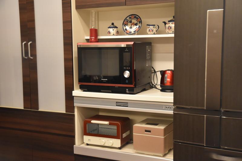 キッチンの飾り棚DIY!カップボードのレンジ台上部の無駄スペースを活用!