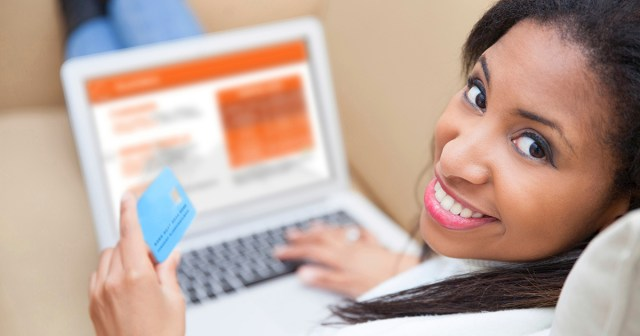 woman during the purchase stage of the customer lifecycle