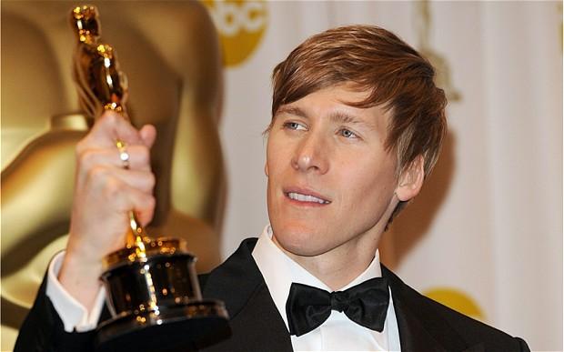 Dustin Lance Black, ganador de Óscar al mejor guion original por 'Mi nombre es Harvey Milk', es el encargado de la hsitoria tras 'When We Rise'.