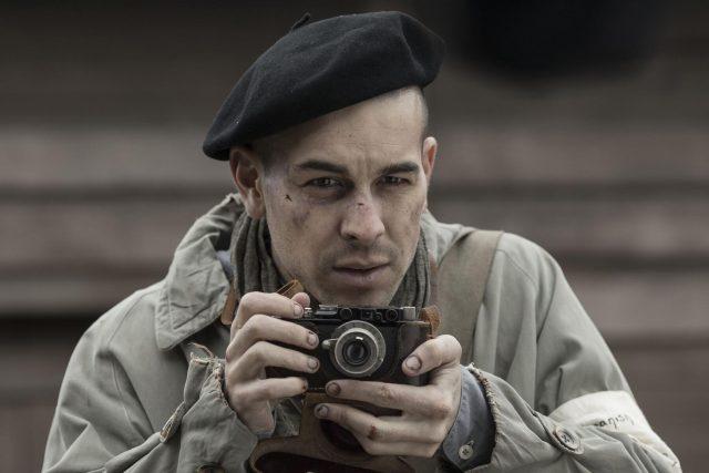 Mario Casas en El fotógrafo de Mathausen