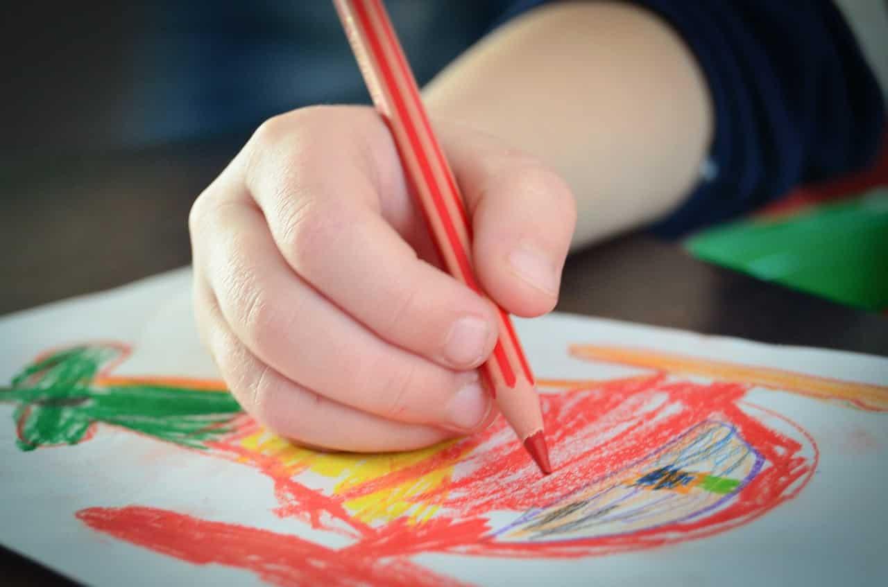 You are currently viewing Tenue du crayon ou des ciseaux : les conseils d'une ergothérapeute
