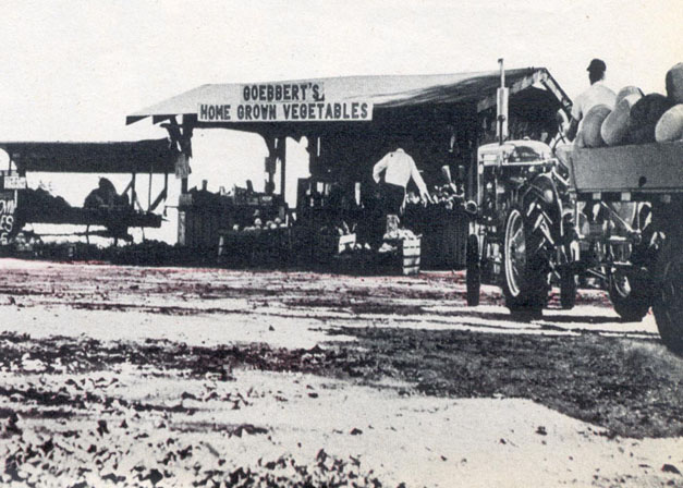 George Goebbert's Open Air Market in Arlington Heights in 1946 - Courtesy of the Goebbert Family