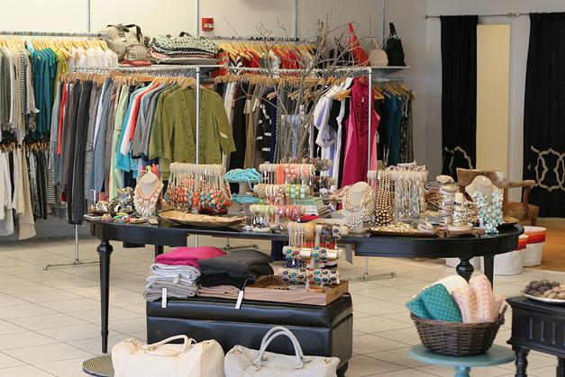 LUXE wearhouse Pop-Up Shop Returns to Deer Park Town Center