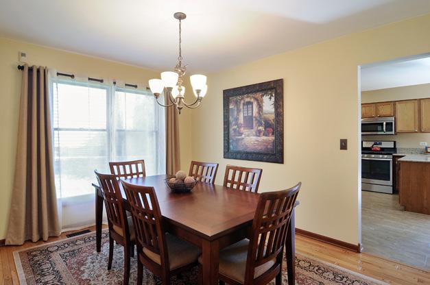 Post - 5135 Tamarack - 4 - Living Room